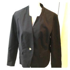 Notch collar one button blazer.